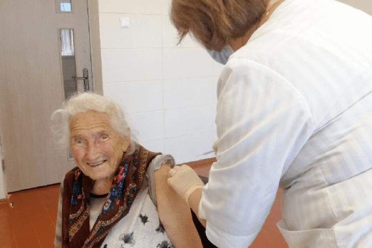91-річна волинянка вакцинувалася від COVID-19