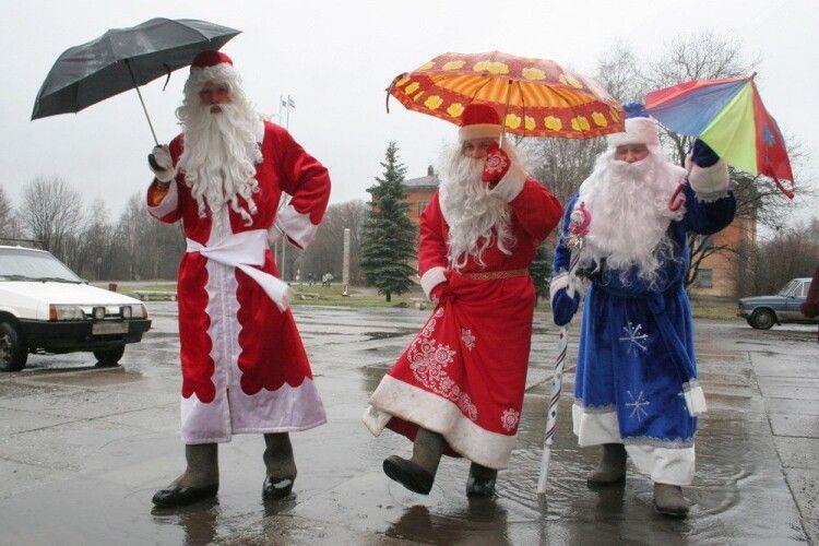 Погода на четвер, 31 грудня: синоптики обіцяють особливі – передноворічні – калюжі
