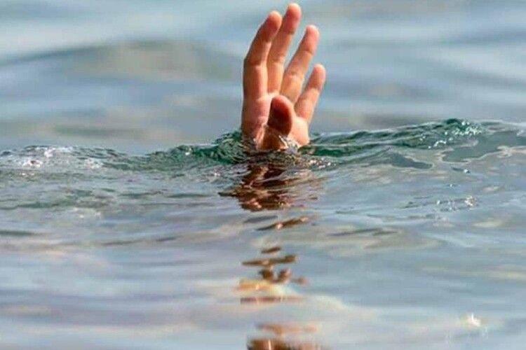 У Рівному біля ресторану втопився чоловік