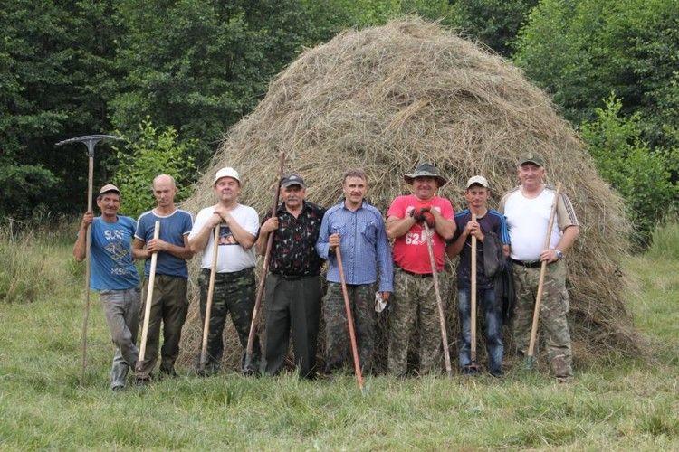 У Цуманській пущі косарі заготовляли духмяне сінце для зубрів, оленів, козуль та лосів