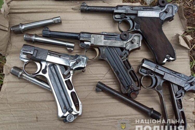 Лучанин зберігав у дачному будиночку грандіозний арсенал зброї (Фото)