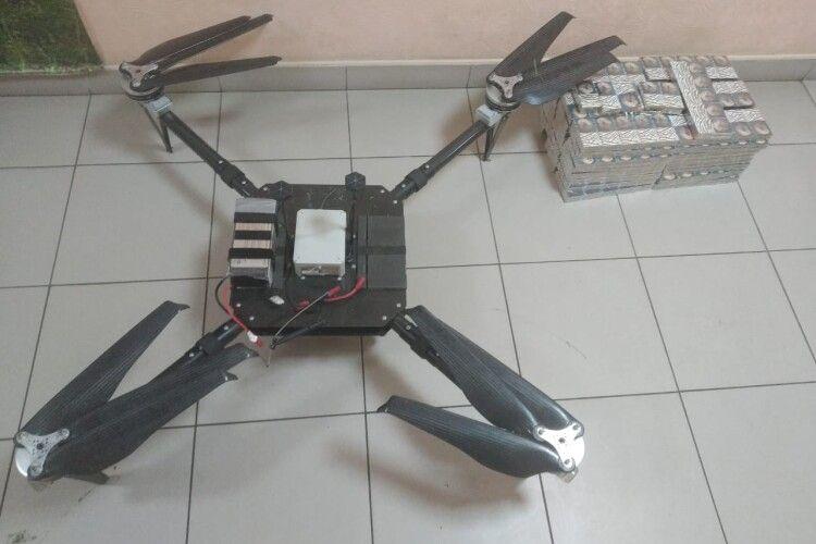 На Волині контрабандисти викинули дрона, яким хотіли переправити куриво через кордон