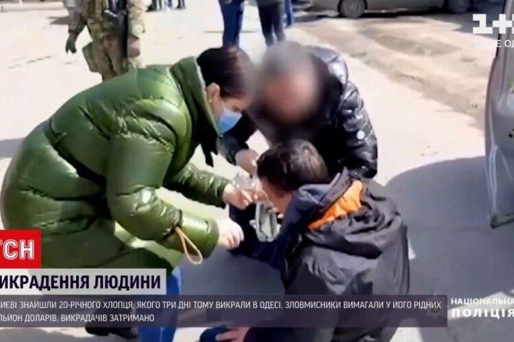 Викрали сина і вимагали мільйон доларів: у Києві звільнили 20-річного заручника (Відео)