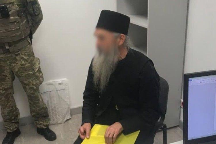Борода справжня – паспорт фальшивий: в аеропорту «Бориспіль» злапали священика з підробленими документами