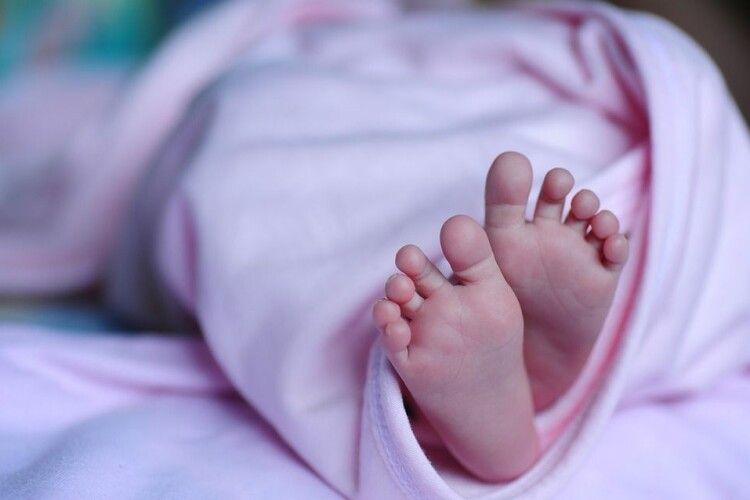 Жінка народила вдома та поклала немовля в морозильну камеру: стали відомі подробиці трагедії на Рівненщині