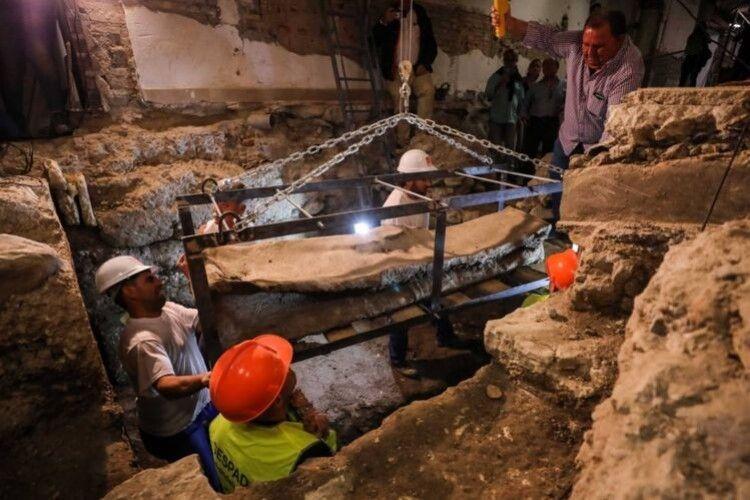 Археологи розкопали незвичайний саркофаг часів Стародавнього Риму