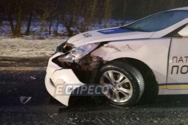 У Києві «поцілувалися» дві автівки патрульних поліцейських