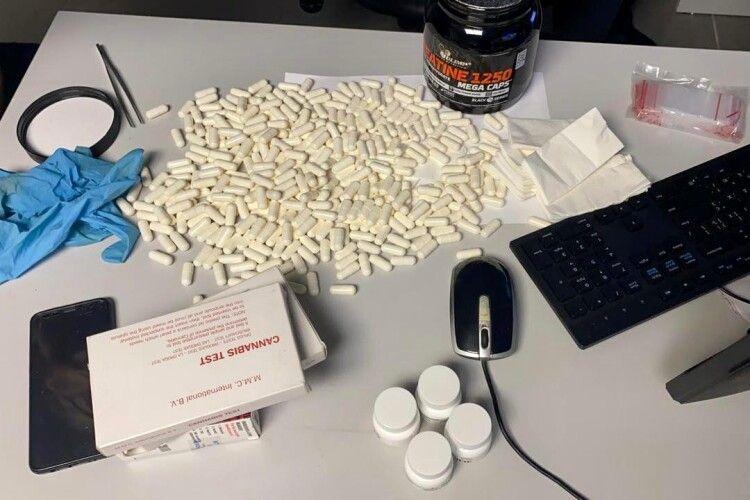 Прикордонники виявили партію наркотиків на понад 1 мільйон (Фото)