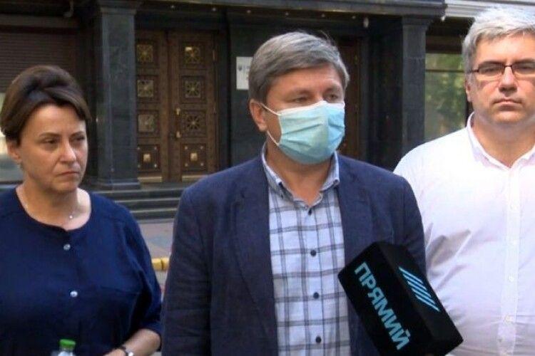 Офіс Генпрокурора має пояснити, чому підлеглі саботують судове засідання у справі Павловського – народні депутати