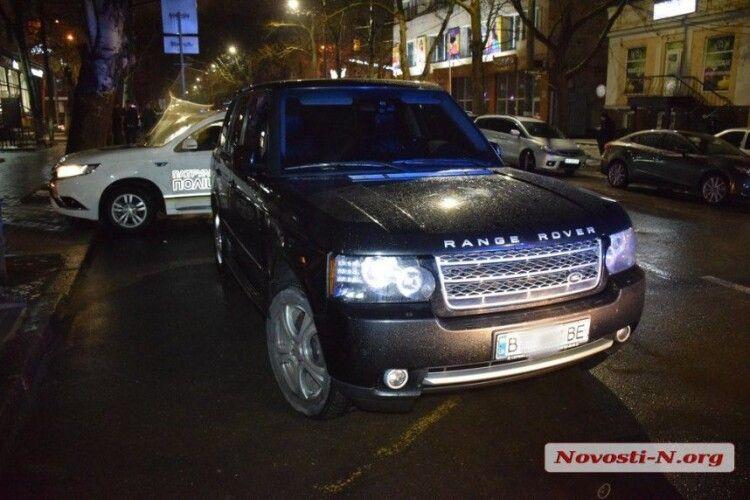 Чиновник ОДА втікав від поліцейських на Range Rover