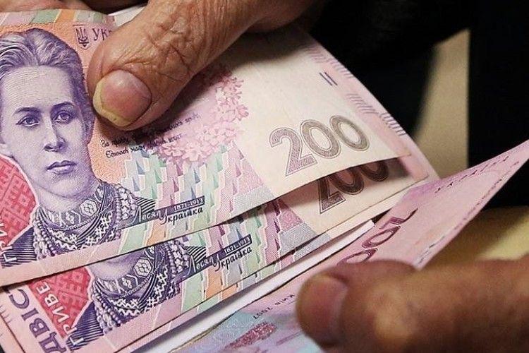 Пенсіонери довірливо міняли свої гроші на...сувенірні банкноти