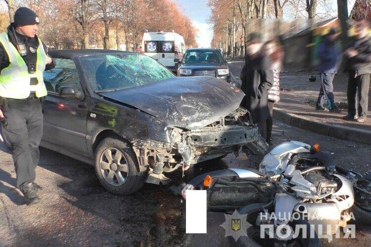 У Рівному панянка на «Volkswagen Golf» збила хлопців на «Kawasaki» (фото)
