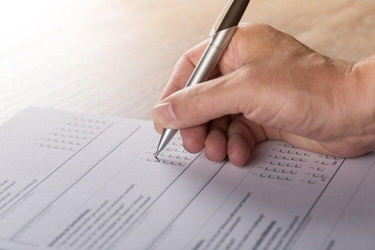 У партійних рейтингах лідирують «Європейська Солідарність» і «Слуга народу» – опитування КМІС