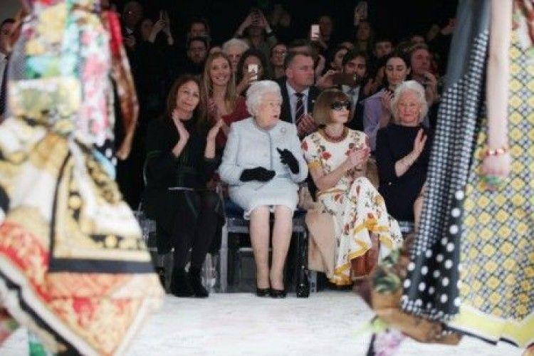 Єлизавета II вперше за час свого правління відвідала London Fashion Week