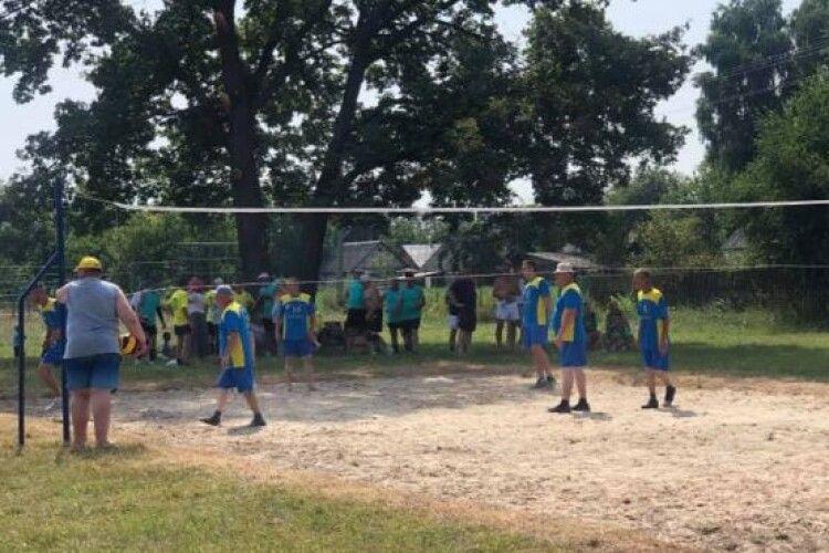 На Рівненщині провели волейбольний турнір пам'яті загиблого воїна (Фото)