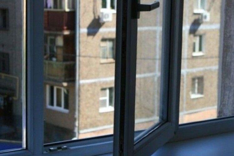 13-річна дівчинка попросила вибачення в батька й вистрибнула з 12-го поверху (Фото)