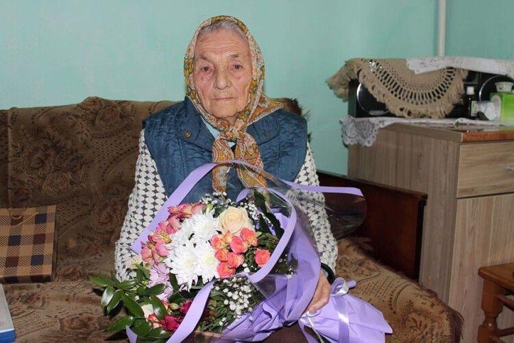 У 106 років ходить до церкви, куди несе власноруч вирощені квіти