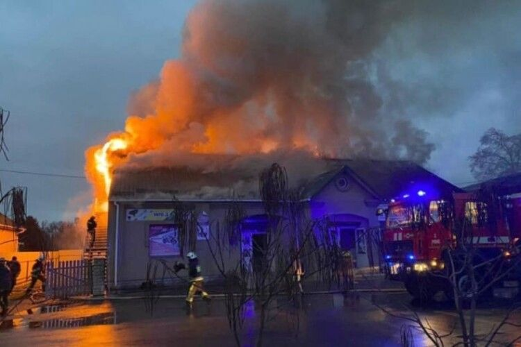 У Павлівці біля магазину сталась пожежа