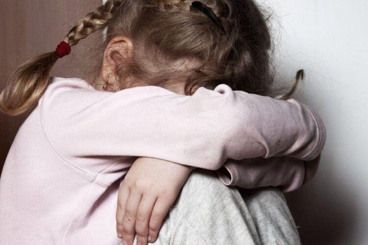 Покарали 47-річного чоловіка, який чіплявся до малолітніх дівчат