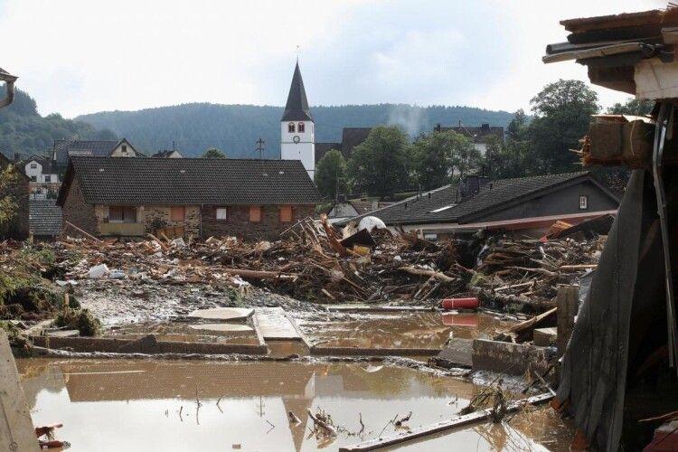 Оголошено надзвичайний стан: через повінь у Німеччині понад 1300 людей зникли безвісти (Фото)