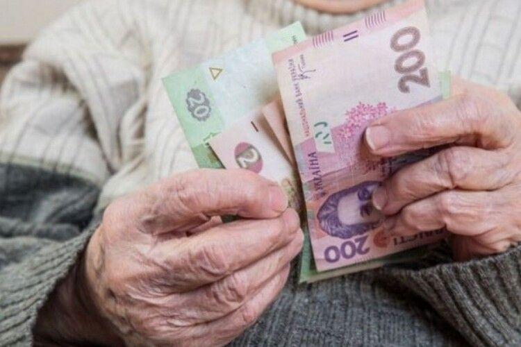 Українцям у 2022 році п'ять разів підвищать пенсії: дати перерахунків