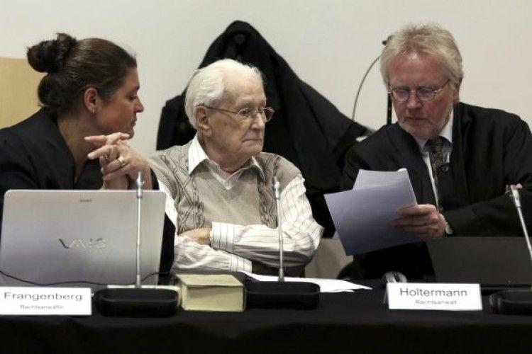 Суд Німеччини відправив до в'язниці 96-річного «бухгалтера Освенцима»