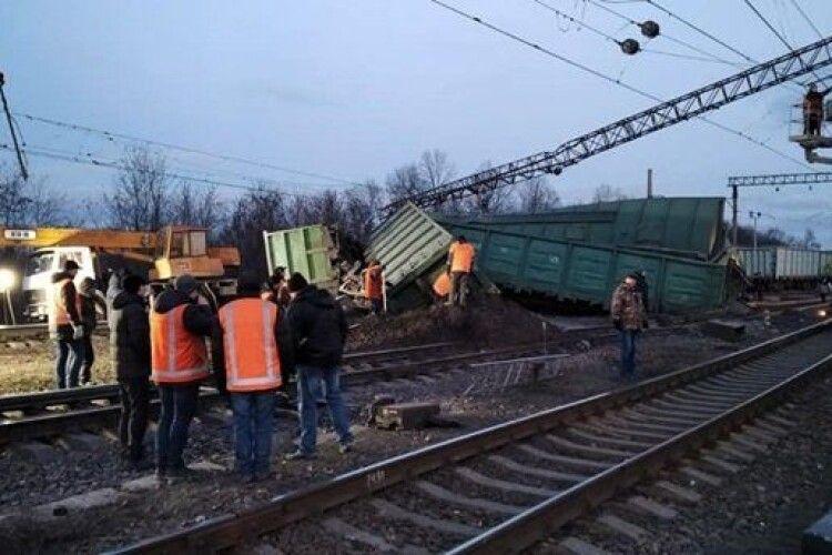 В Україні затримується рух поїздів: з рейок зійшли вагони