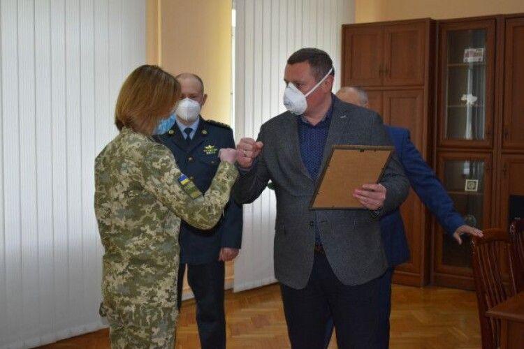 Оксана Петрів і Валерій Матвіюк з Луцького прикордонного загону отримали подяки від обласної адміністрації