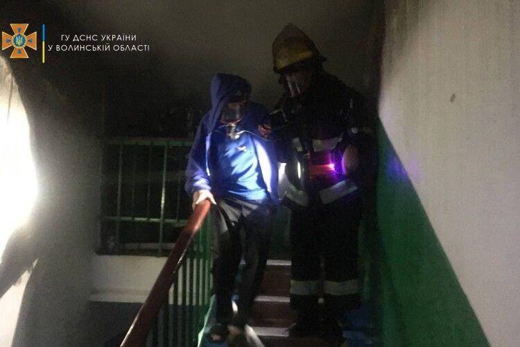 Знадобились захисні маски: на Волині пожежники врятували з вогню подружжя