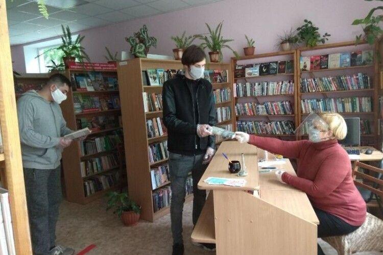 У Луцьку вже третій день працюють бібліотеки