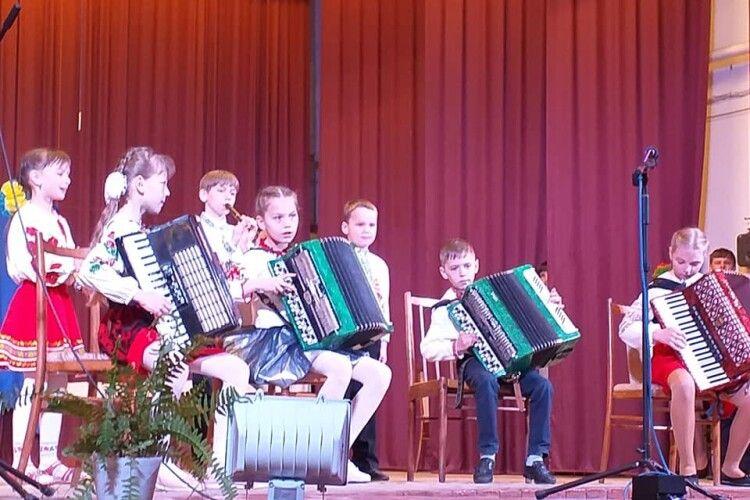 Юні музиканти на 9 травня показали клас