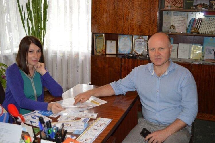 У Володимирі-Волинському знають, як виїхати з дитиною за кордон