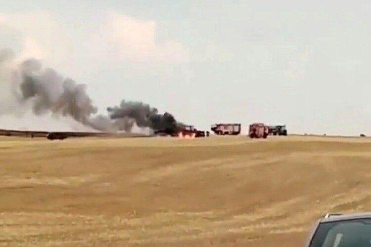 На Волині під час жнив згорів трактор (Відео)