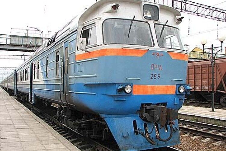 Через посилення карантину в Луцьку не зупинятимуться приміські поїзди