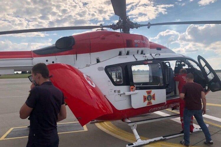 Пацієнта, серце якому трансплантував волинський лікар, гвинтокрилом відправили до столиці (Відео, фото)