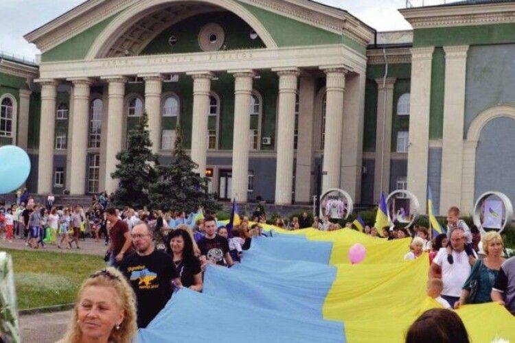 Порошенко про звільнення Попасної і Сєвєродонецька: люди зустрічали наших військових з українськими прапорами