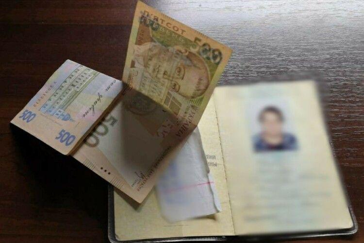 Заборона на в'їзд: у «Ягодині» іноземці двічі намагались підкупити прикордонників