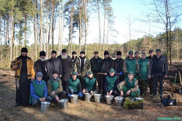 На Ратнівщині до садіння лісу долучилися священики (фото)