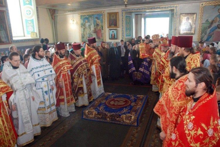 Єпископ Луцький і Волинський нагородив священиків Колківського благочиння