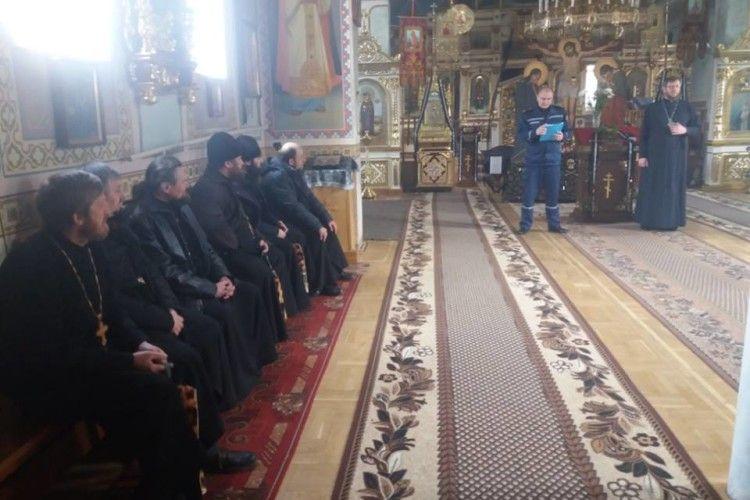 Пожежники «виголосили проповідь»… волинським священикам (фото)