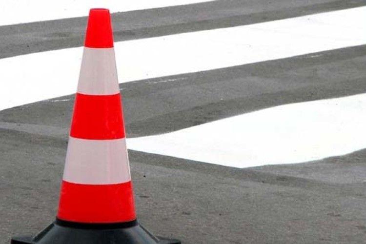 Матір з дитиною на переході в Луцьку збив 20-річний водій