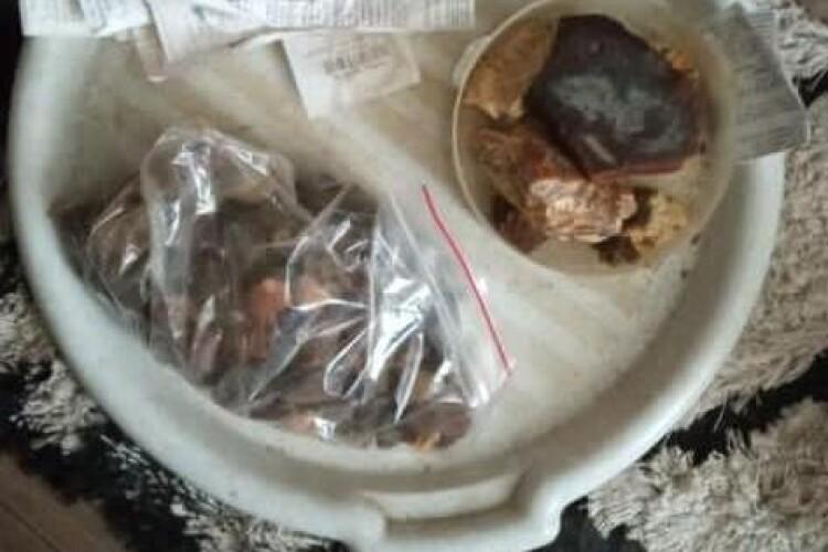 У волинянина вдома знайшли 10 кілограмів бурштину (Фото)