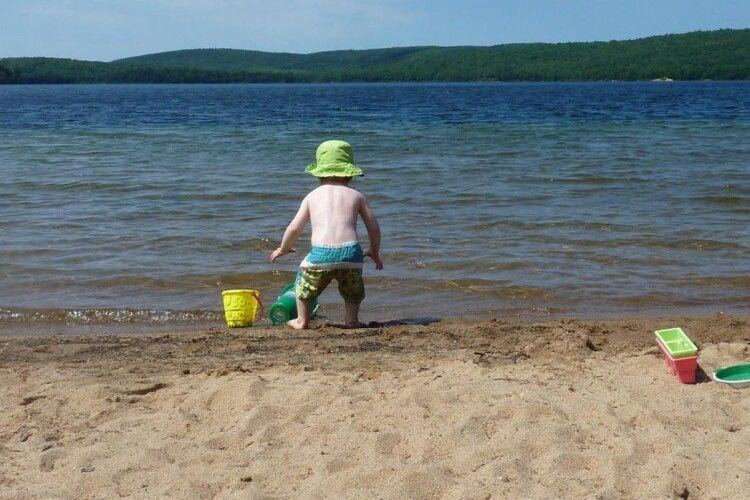 На пляжі Володимира-Волинського в респіраторах ніхто не купався