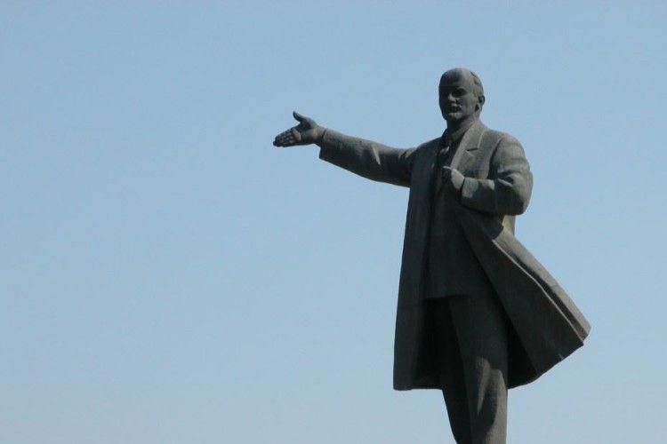 Підприємливі закарпатці Леніна… пустили з молотка