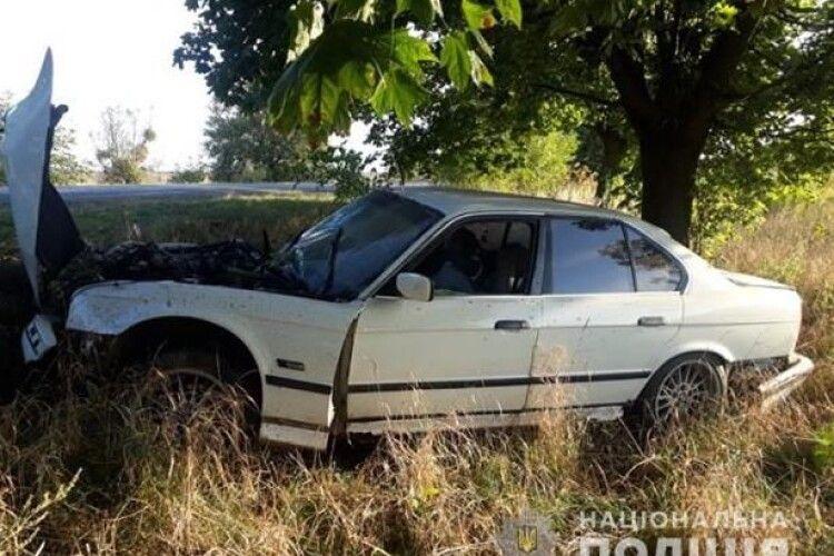 У Ківерцівському районі легковик врізався в дерево