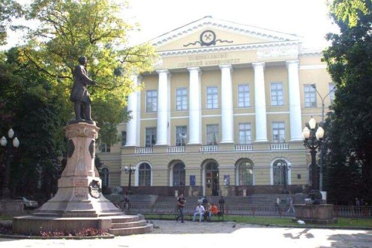 Звільнився викладач, який відмовлявся проводити заняття українською
