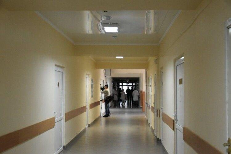 У яких медичних закладах Луцька зафіксовано хворих на коронавірус серед працівників