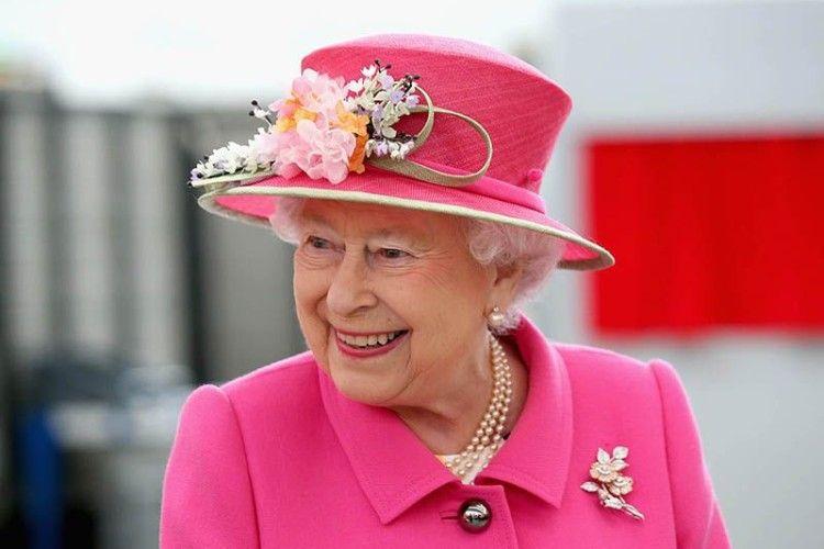 У Британії розгорівся скандал через трусики королеви
