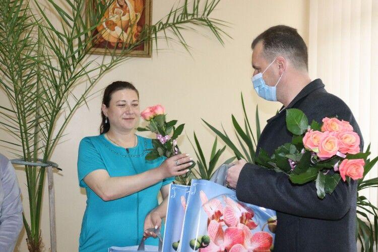 У волинському місті з Днем матері вітали породіль
