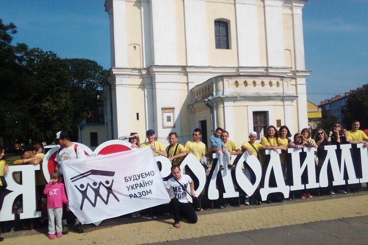 Волонтери з усієї України допомагали у реставрації Будинку культури у селі на Волині